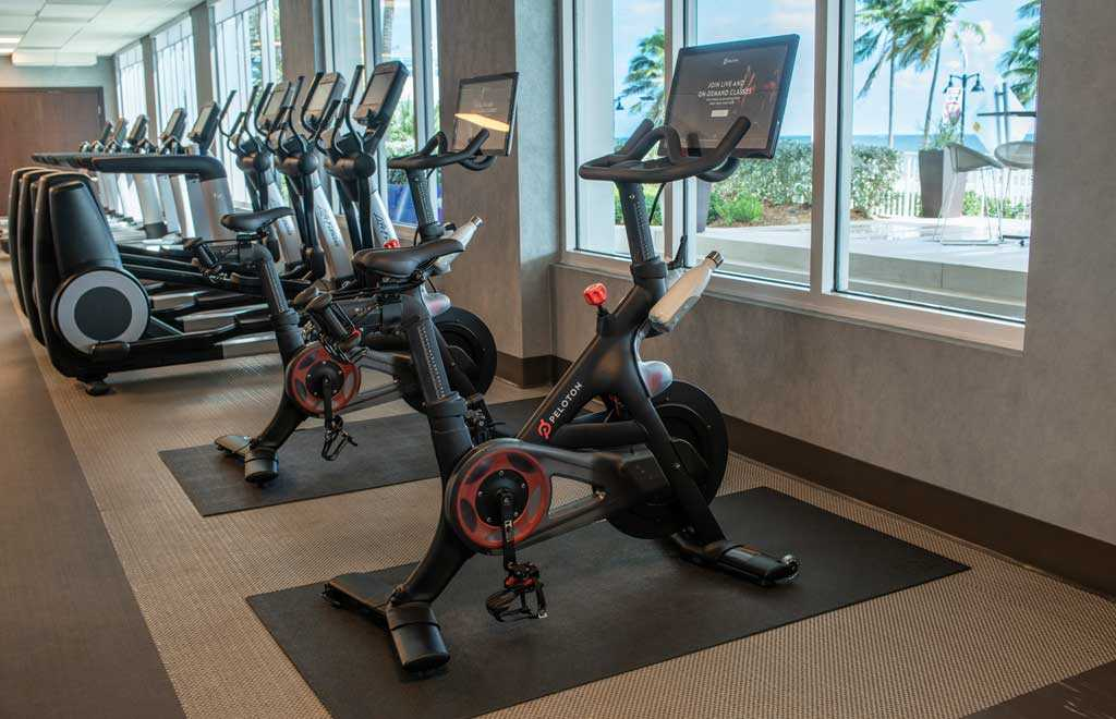 four sets of exercise bicycles in the fitness studio